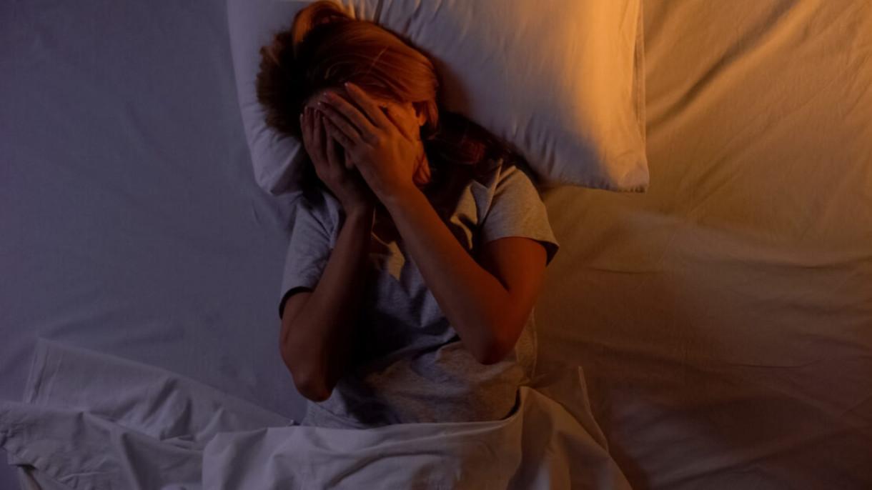 Limiter les écrans, préparer sa chambre, méditer… Comment bien dormir ?